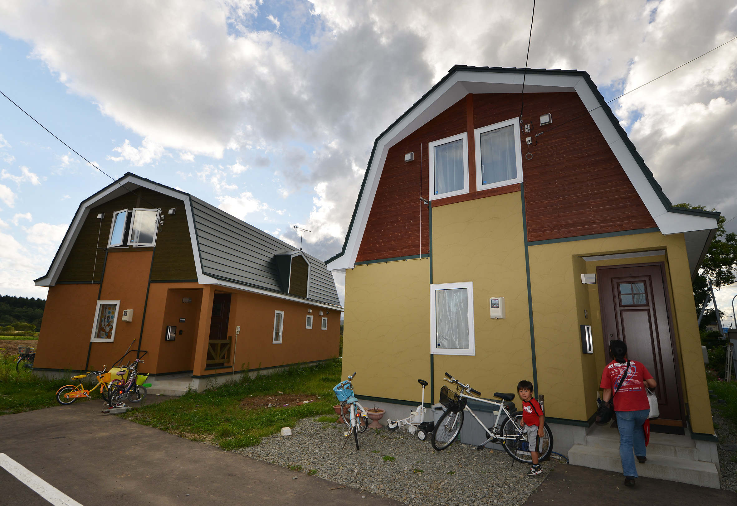 【news】 Cowshed Shaped Houses Add To The Scenic Beauty Of A