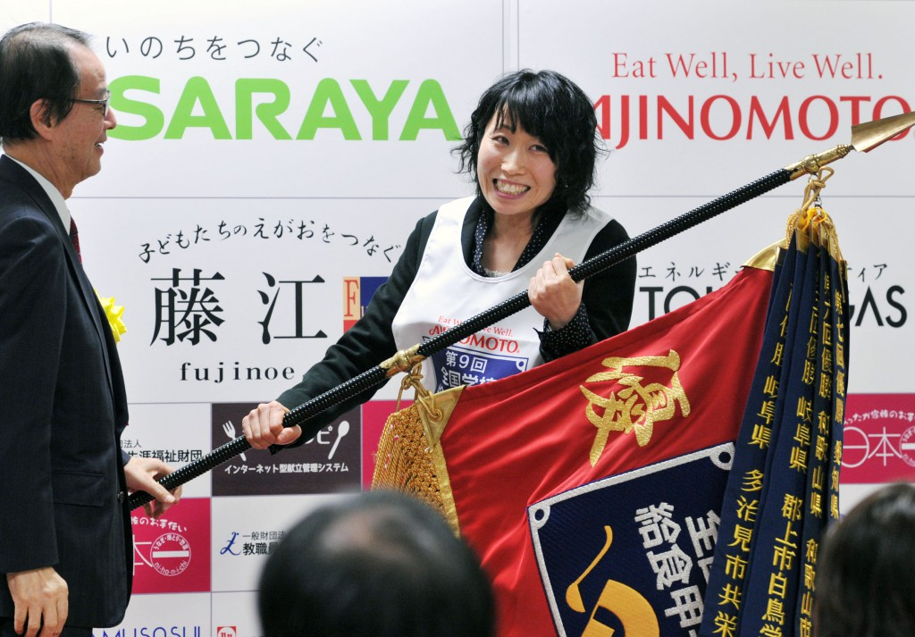 Sanae Tuya, nutritionist of winning school lunch center almost cried when champion flag was handed. (in Toshima-ku, Tokyo)