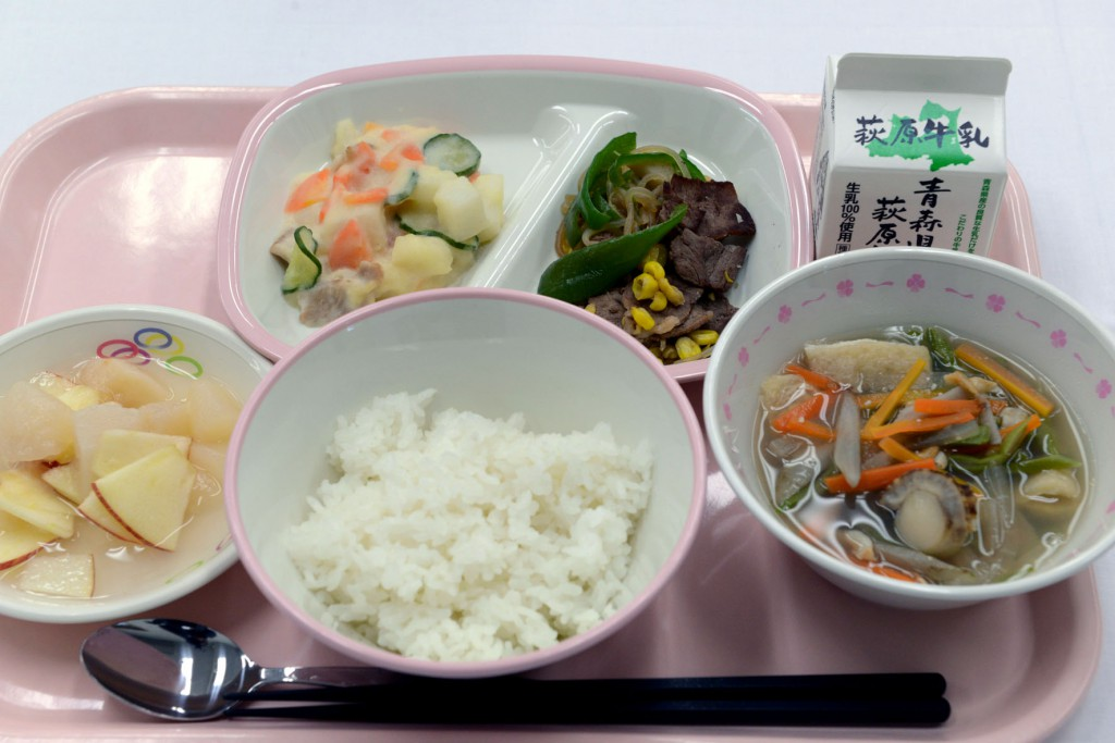 Category Award: Aomori-shi Elementary School Lunch Center (Low-sodium lunch with sautéed local beef, scallop miso soup, Chinese yam salad, etc.)