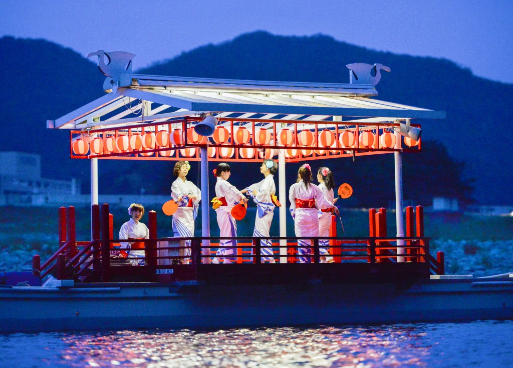 """Dancers Boat"" to provide another entertainment for evening"