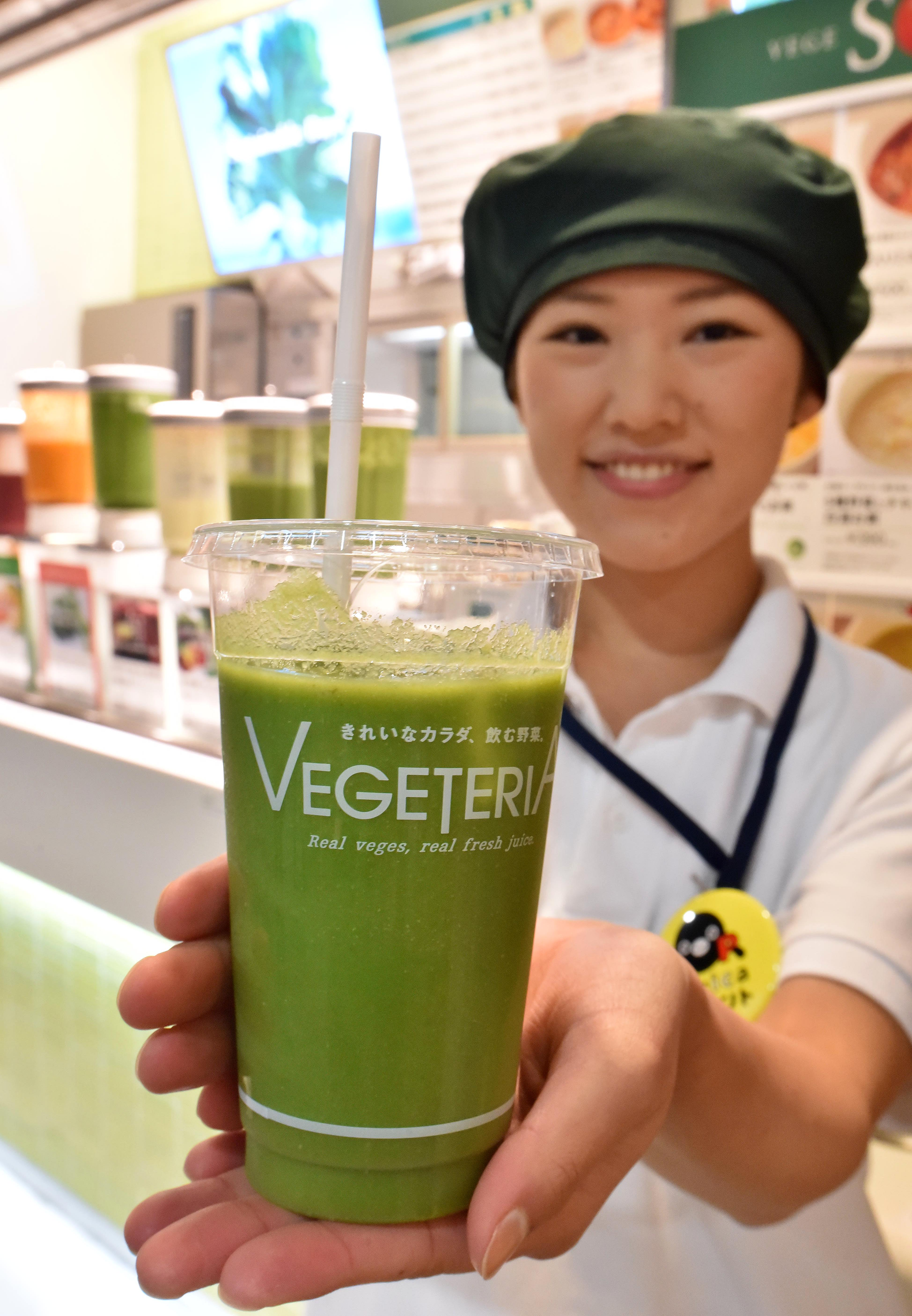 "Girls Delta kasugano ""Green healthy balance juice containing 30 ingredients"" is one of  Vegeteria's hot-selling. """
