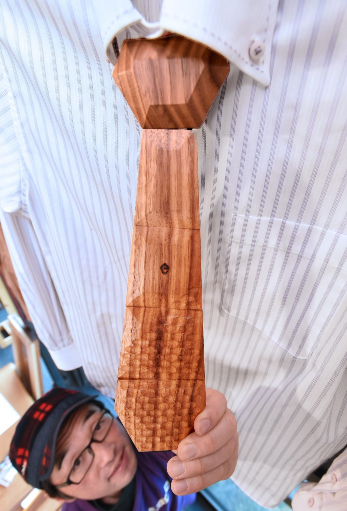 Nokutie in natural wood color. Materials with particularly beautiful patterns are carefully chosen (in Takayama-shi, Gifu Prefecture)