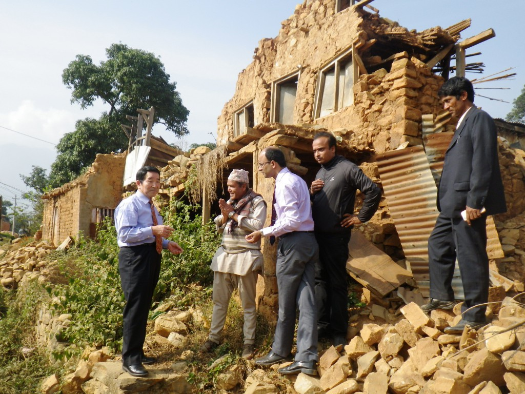 Toshiyuki Morinaga (left), vice president of the Central Union of Agricultural Co-operatives (JA-Zenchu), speaks with farmers and agricultural co-operative officials in the quake-hit village of Jeevanpur, Nepal. Photo courtesy of JA-Zenchu
