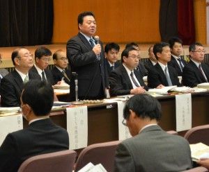Parliamentary Vice Minister of Agriculture, Forestry and Fisheries Hidemichi Sato addresses a meeting in Kumamoto on Thursday, Jan. 7.